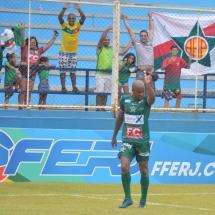 Alexandro comemora o segundo gol da Lusa
