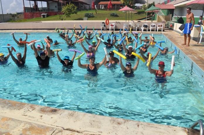 ... começar uma nova atividade física ou cuidar melhor da saúde neste verão  são as aulas de hidroginástica e natação da Associação Atlética Portuguesa. 845f822fda5fd