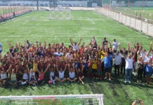 Associados, atletas e membros da diretoria comemoram inauguração do complexo esportivo. (Foto: André Oliveira / AAP)