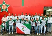 Equipe de futsal da Portuguesa momentos antes de partir rumo a Erechim-RS