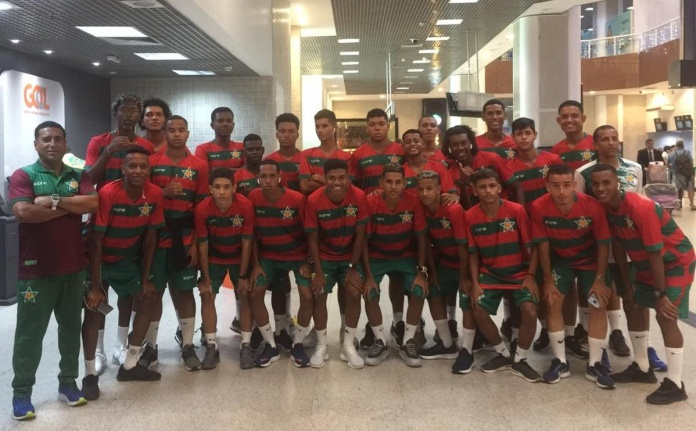 Equipe embarcou nesta segunda no Aeroporto do Galeão.